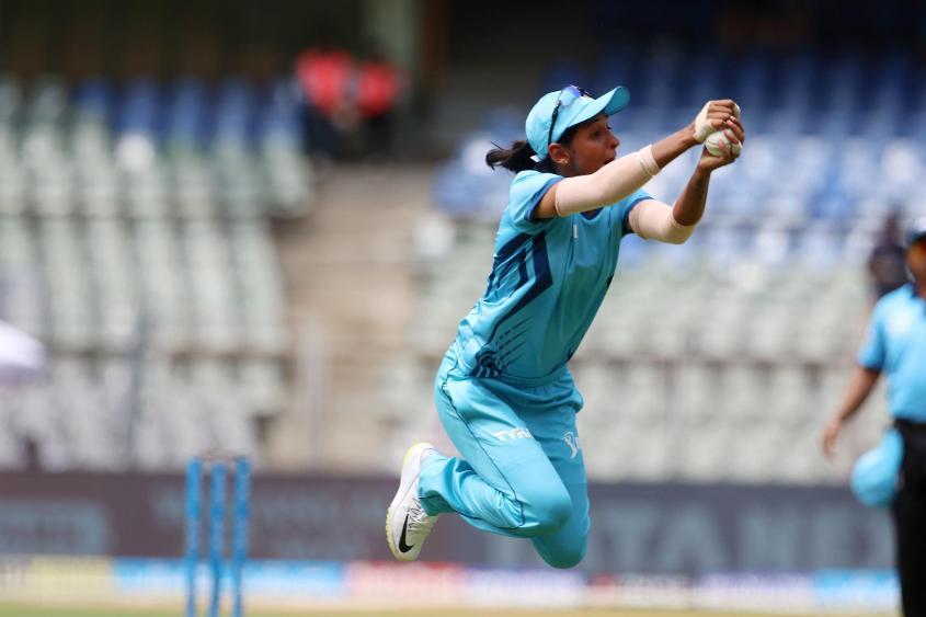 Harmanpreet Kaur took a spectacular catch to dismiss Smriti Mandhana for 14