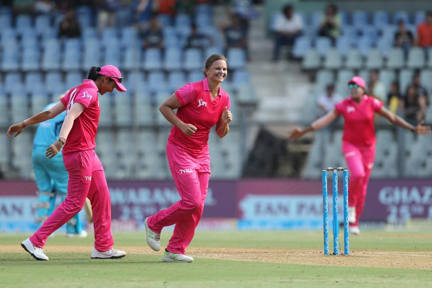 Suzie Bates accounted for Harmanpreet Kaur (21) and Sophie Devine (19)