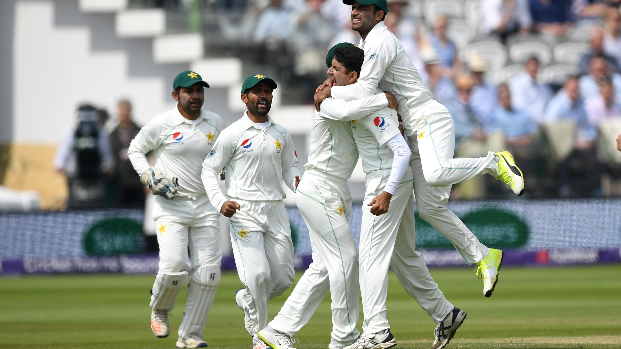 Brilliant Pakistan humble troubled England at HQ