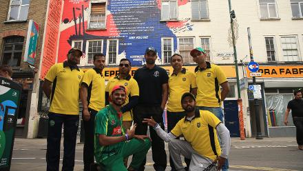 Cricket fans pose with Bangladesh's Tamim Iqbal at the #CWC19 Declaration event