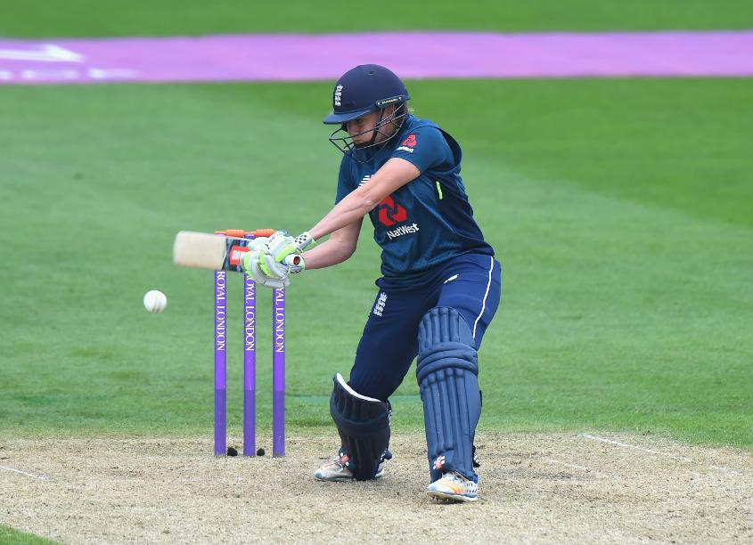 Katherine Brunt makes a career best 72* vs South Africa