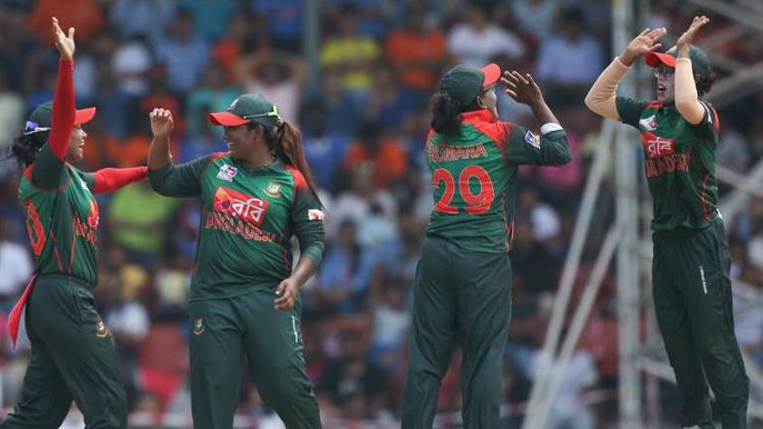 The Indian top order collapsed in the face of some good work on the field by Bangladesh
