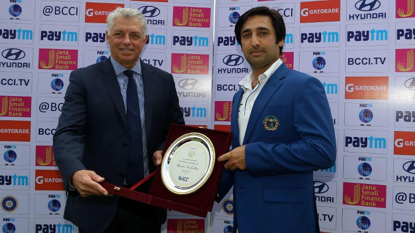 David Richardson presented a memento to Afghanistan captain Asghar Stanikzai