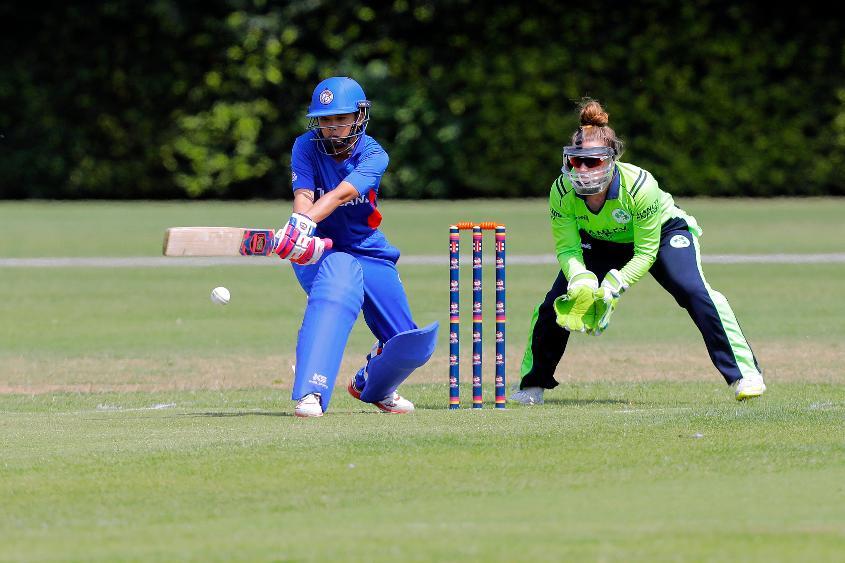 Nattaya Boochatham shows some innovative strokeplay