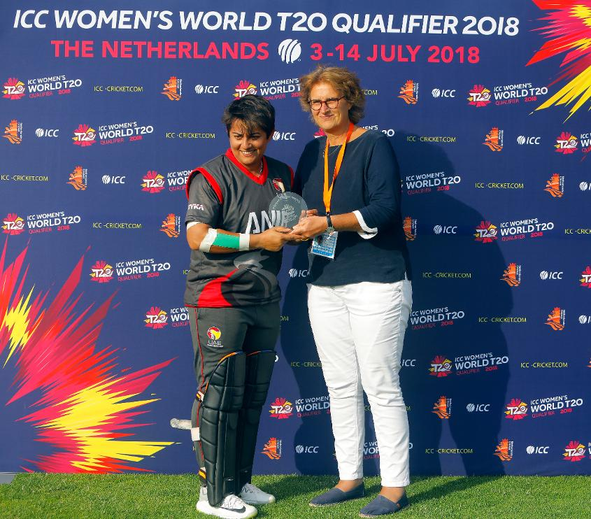 UAE Player Nisha receives Players of the Match award from Betty Timmer Chair KNCB, 7th July 2018.