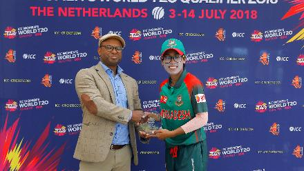 Mr Ulrick presenting the Player of the Match award to Fahima she took the Hat-Trick, 11th Match, Group A, ICC Women's World Twenty20 Qualifier at Utrecht, Jul 10 2018 :