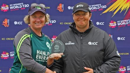 Umpire Sue Redfern Presnts Ciara Metcalfe with the Player of the Match trophy, Ireland v Uganda, VRA, 10th July 2018