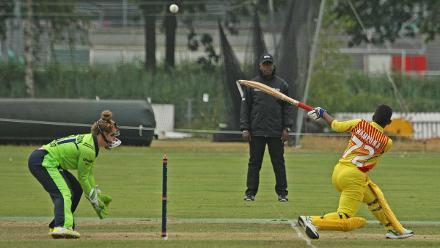 Stephanie Nampina sweeps one-handed, Ireland v Uganda, VRA, 10th July 2018