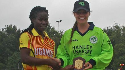 Kevin Awiko presents Laura Delany with a commemerative shield, Ireland v Uganda, VRA, 10th July 2018