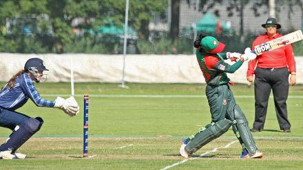 Sanijda Islam goes for the big one, 2nd Semi-Final: Bangladesh Women v Scotland Women, VRA Ground, 12th July 2018.