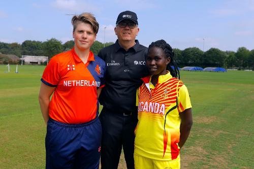 HDJ Siegers (c) and Uganda Capt K Awino (c) ready for the toss, 1st Play-off Semi-Final, ICC Women's World Twenty20 Qualifier at Utrecht, Jul 12th 2018.