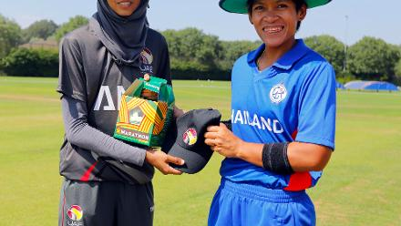 Thailand S Tippoch (c) and UAE Humara (C) exchange gifts at the toss, 2nd Play-off Semi-Final, at Utrecht, Jul 12th 2018.