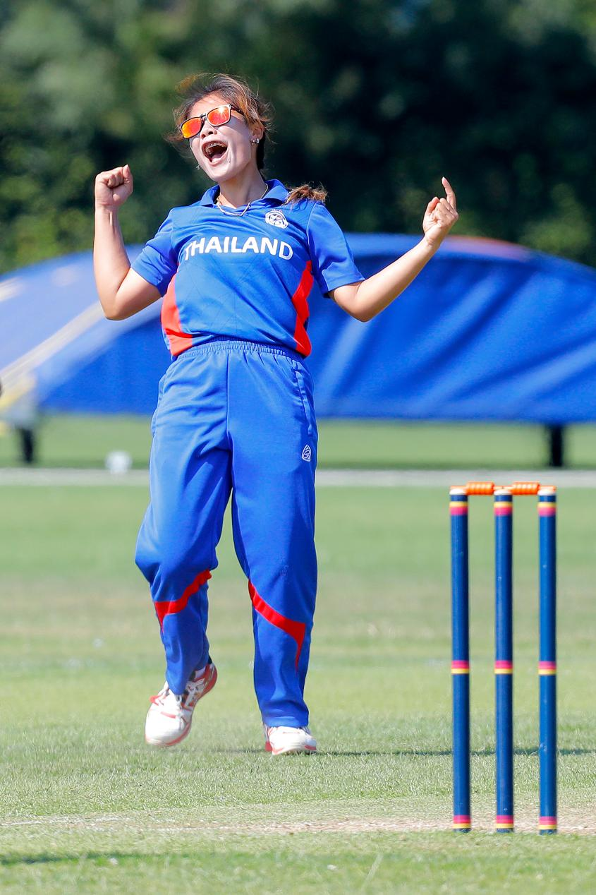 Thailand bowler Sutthiruang celebratres the dismissal of UAE batsman Nisha Ali, 2nd Play-off Semi-Final, at Utrecht, Jul 12th 2018.