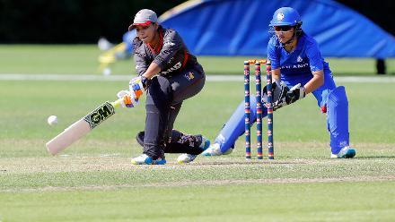 UAE Player Ishni Mananelage sweeps, 2nd Play-off Semi-Final, at Utrecht, Jul 12th 2018.
