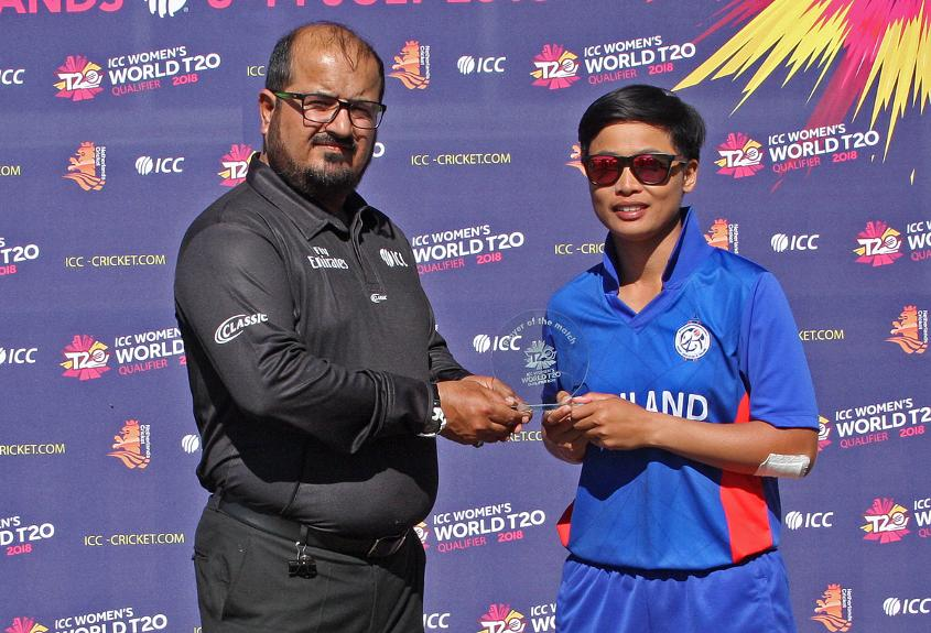 Umpire Ahmed Pakteem presents Boochatham Nattaya with the Player of the Match Award for her allround performance, 5th Place play-off Uganda v Thailand, VRA, 14th July 2018.