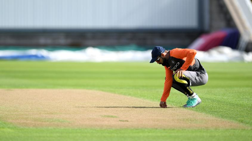 Root's 'mic-drop' mocked as India shade day-one honours