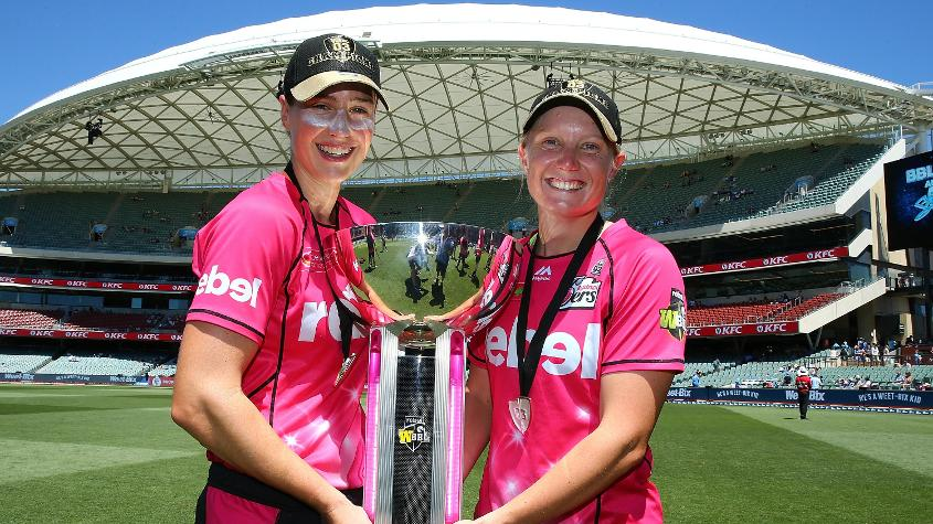 Perry (L) won the women's Big Bash League 2017-18 with Sydney Sixers