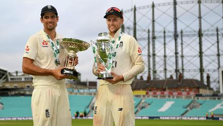 Cook and Root pose with the Pataudi Trophy and the winners' trophy