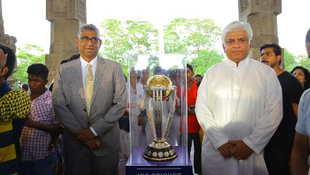 Sri Lanka's 1996 World Cup-winning captain Arjuna Ranatunga and Sri Lankan sports minister Faiszer Musthapa with the trophy