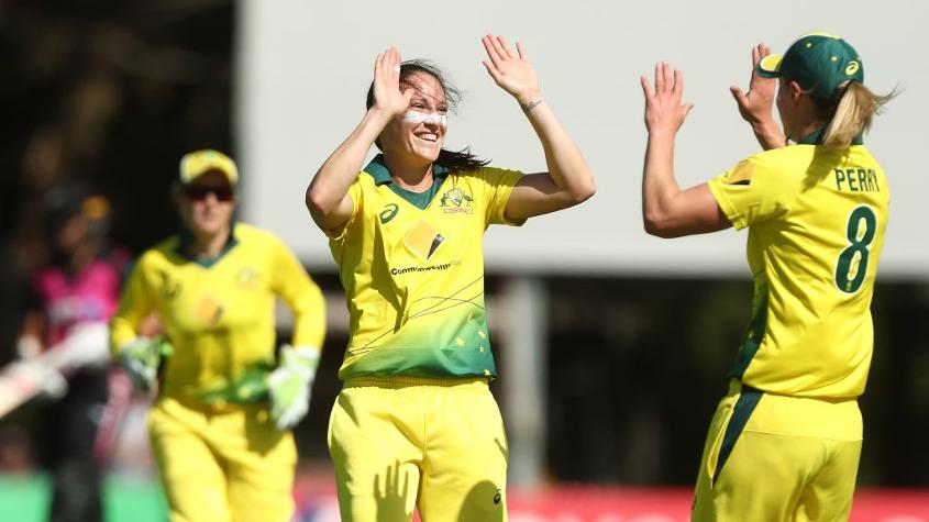 Megan Schutt pegged New Zealand back with two early wickets