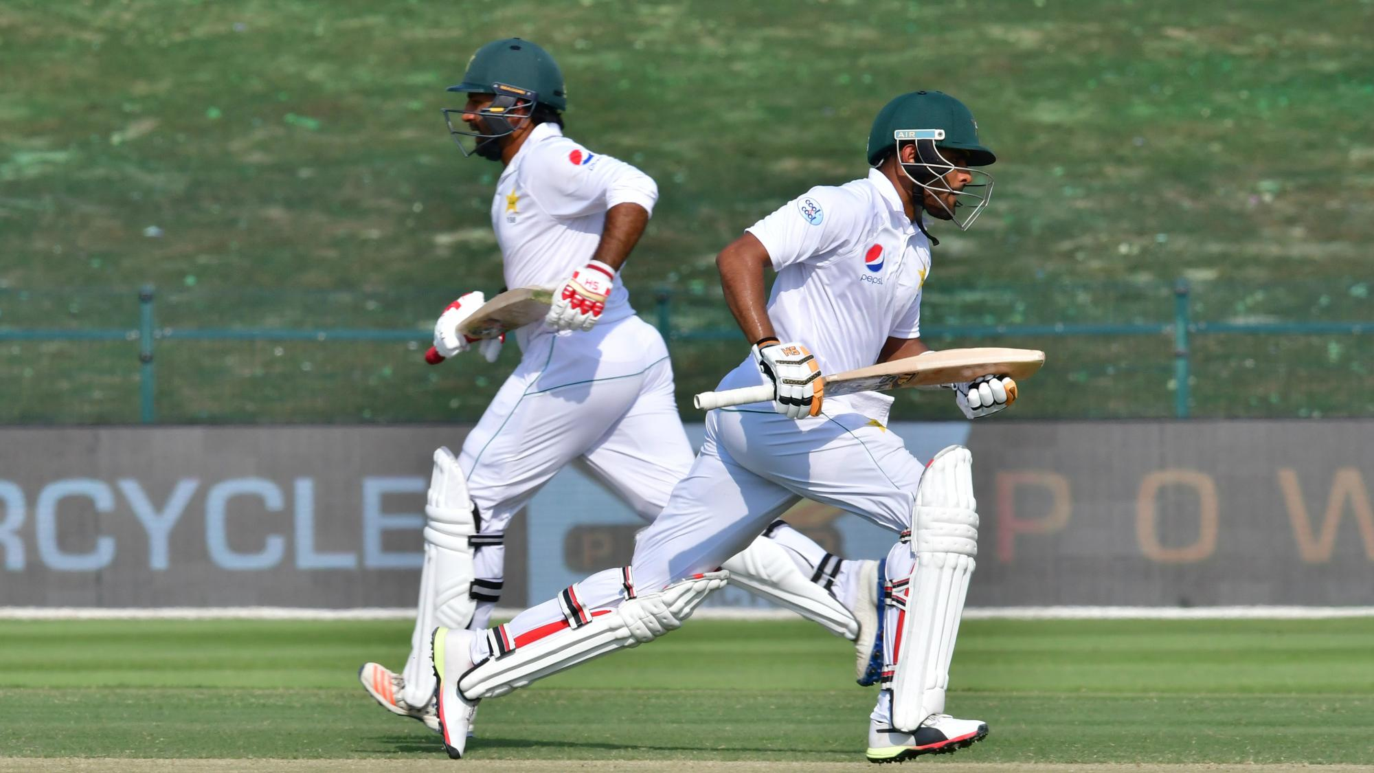 Pakistan nine strikes away from series-clinching win