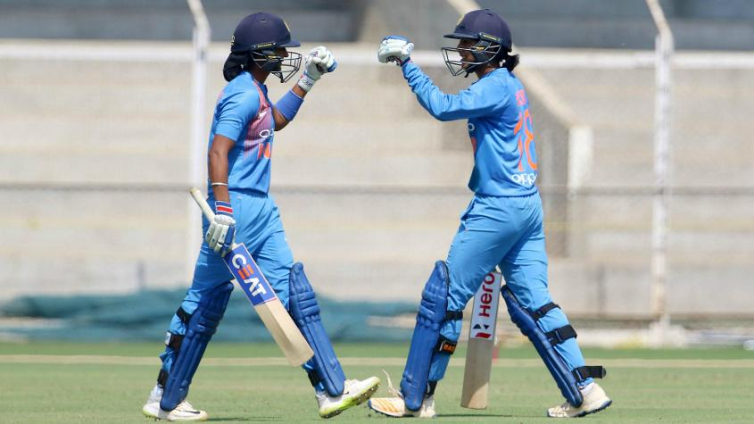 Smriti Mandhana and Harmanpreet Kaur added 116 runs for the third wicket