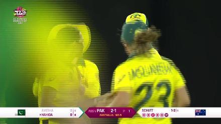 Aus v Pak: Ayesha Zafar bowled by Megan Schutt
