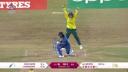 SL v SA: Oshadhi Ranasinghe falls to Dane van Niekerk