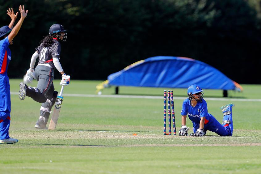 Nannapat keeping wicket for Thailand against UAE
