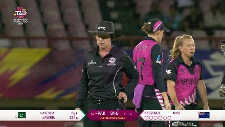 NZ v PAK: Ayesha gloves behind off Kasperek