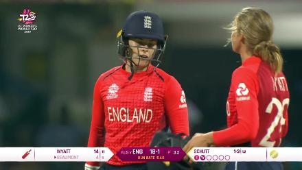 AUS v ENG: Tammy Beaumont skyer caught by Elyse Villani