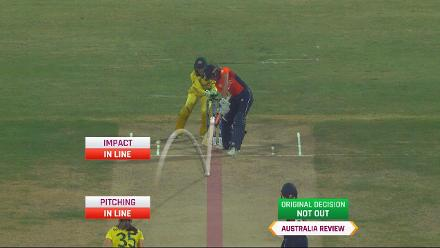 AUS v ENG: Georgia Wareham traps Lauren Winfield in front