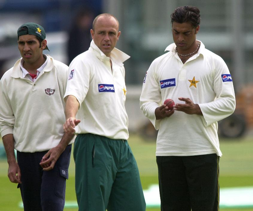 Richard Pybus chats to Pakistan speedster Shoaib Akhtar during a net session at Lord's, May 2001