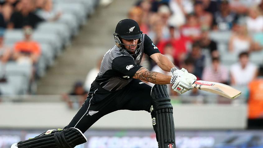 Doug Bracewell smashed five sixes and a four in his 26-ball 44 to give New Zealand late impetus