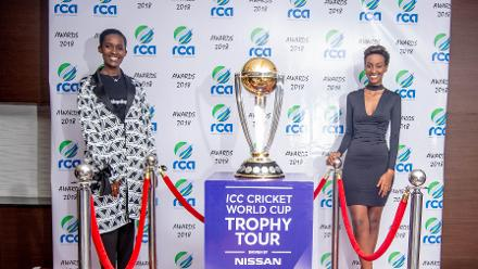 Miss Rwanda 2019 Nimwiza Meghan and Miss Rwanda 2018 Liliane Iradukunda with the trophy