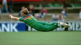 CWC Greatest Moments: Jonty Rhodes flies in 1992