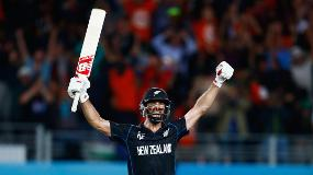 CWC Greatest Moments - Elliott hits it into the grandstand in 2015